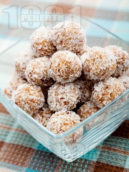 Постни кокосови коледни дребни сладки за десерт без захар, без яйца, без мляко и без печене - снимка на рецептата